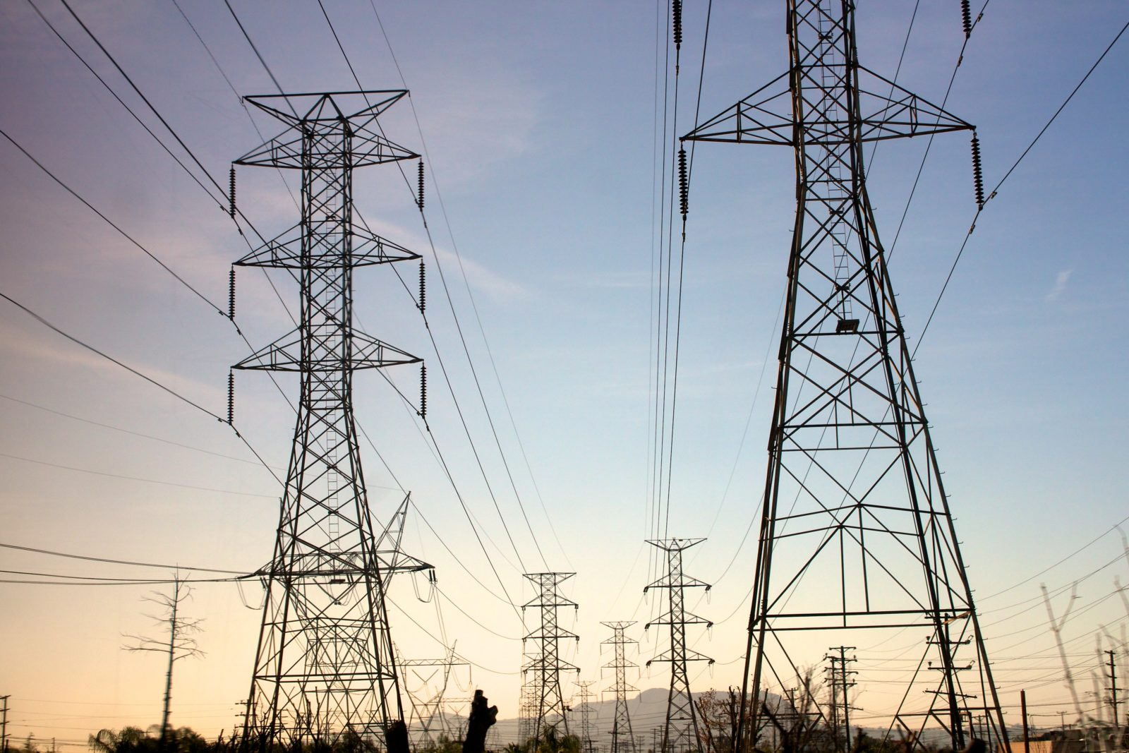 climate change in los angeles county: grid vulnerability to extreme heat
