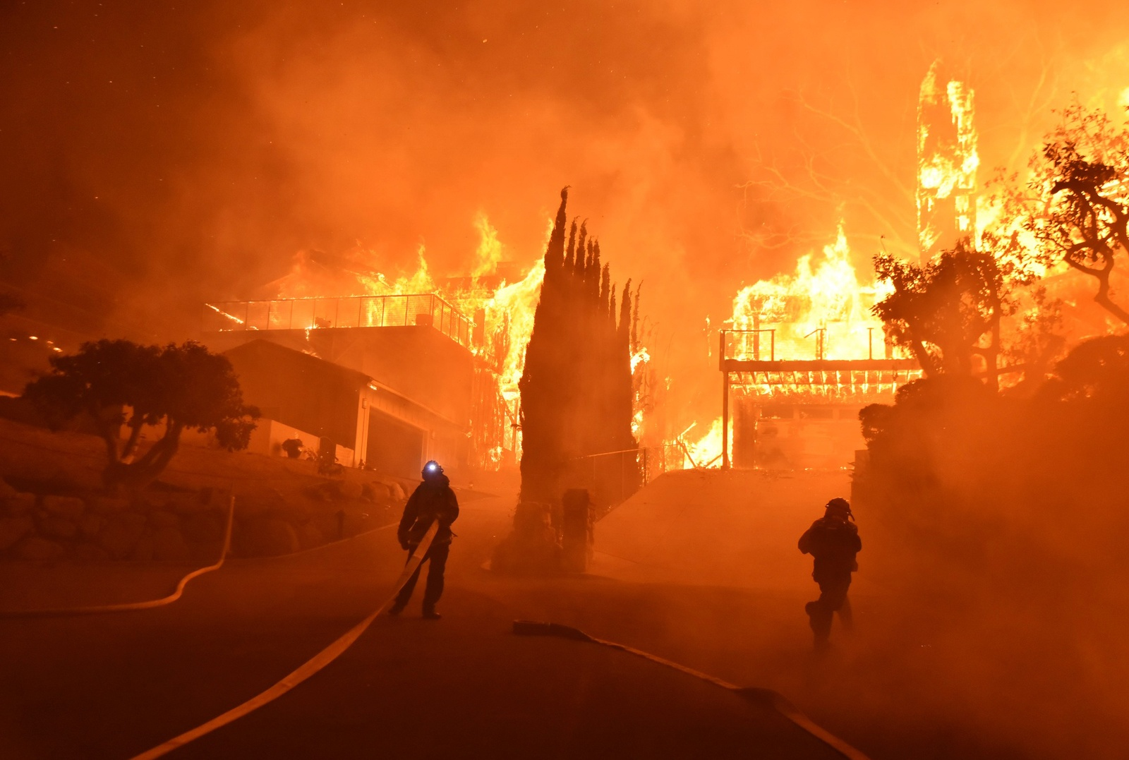 Daniel swain institute of the environment and sustainability at ucla ucla experts explain why california is burning in december xflitez Image collections