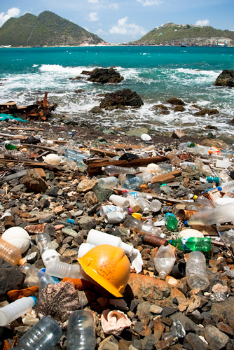 drowning the oceans in plastic: an international approach is needed to protect them from an environmental disaster