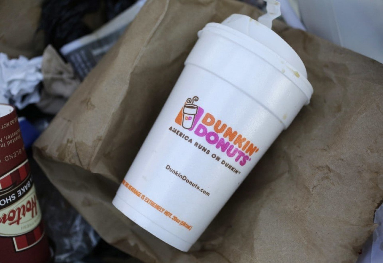 dunkin' donuts joins eco-friendly parade, will switch to paper cups by 2020