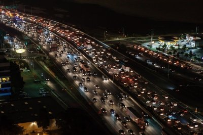 nobody benefits if trump crashes car fuel efficiency standards