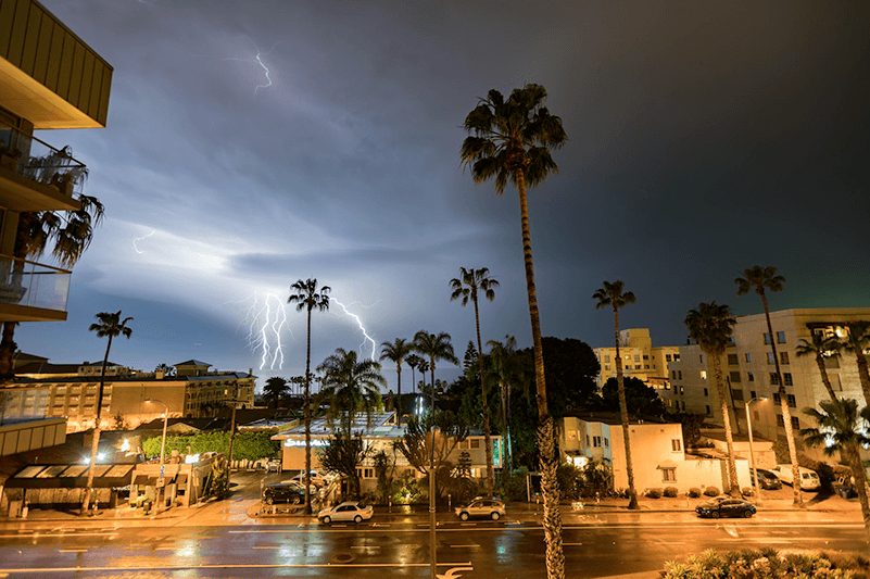 see la's night sky electrified by phenomenal lightning show