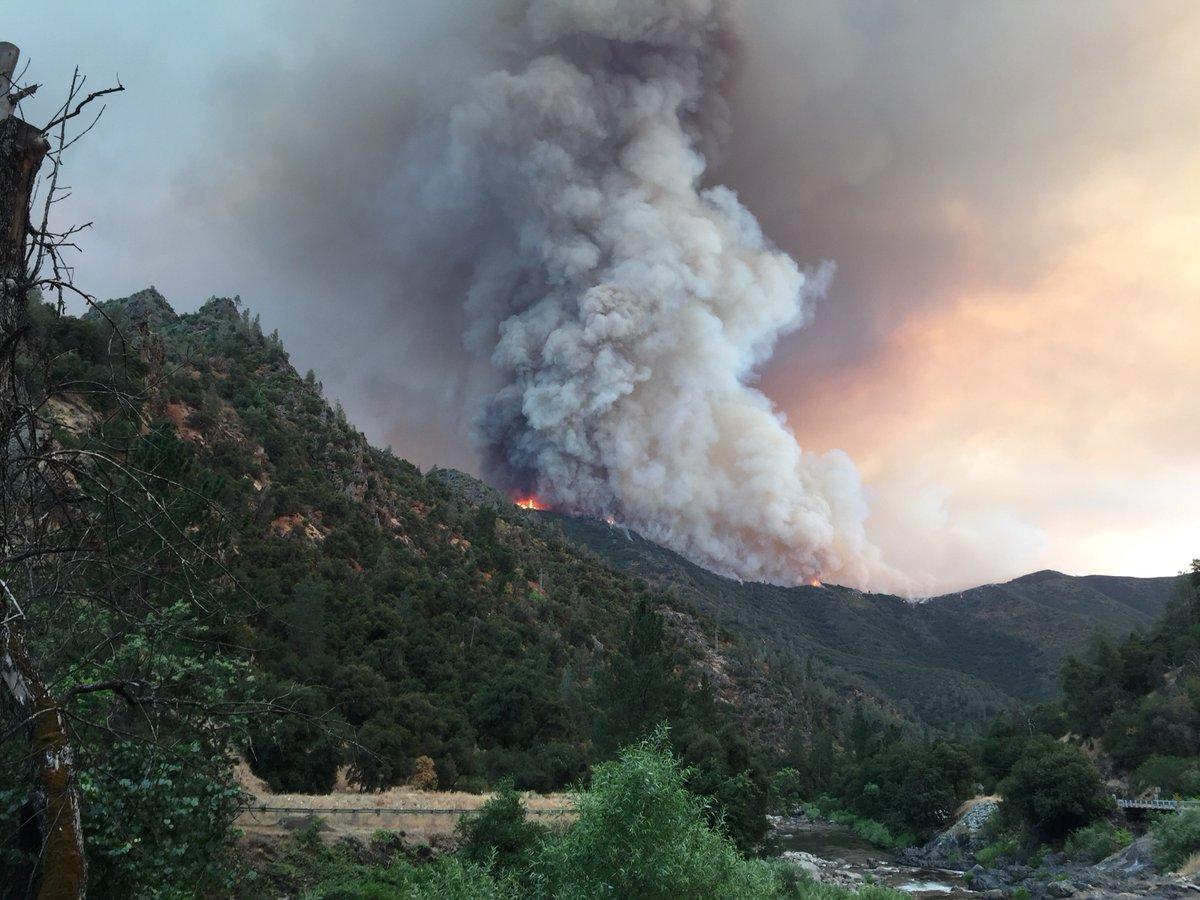 yosemite fire latest: blaze doubles in size, blankets park in smoke